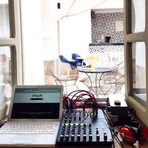 Notre studio mobile nous permet de retransmettre tout ce qui se passe lors de l'événement : conférences, concerts, tables rondes, performances... Tout est possible !